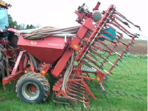 Buy Online Till Seed Drill Kverneland dv6  second hand
