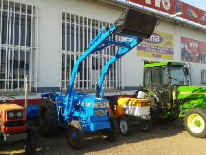 Comprar online Tractores agrícolas Hinomoto e28 con pala de segunda mano