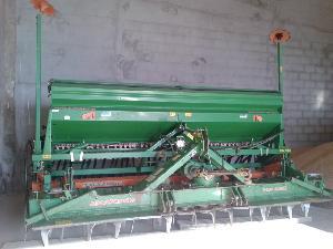 Verkauf von Sembradoras de mínimo laboreo Amazone sembradora ad 403 + grada kg 403 gebrauchten Landmaschinen