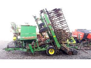 Verkauf von Drillmaschinen John Deere 740 a gebrauchten Landmaschinen